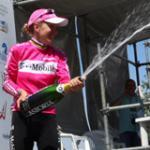 Spumante-Schauer durch die Siegerin: Judith Arndt duscht das Publikum. (Foto: TMO)