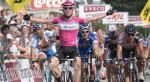 Mark Cavendish jubelnd vor den Geschlagenen (Foto: /www.sport.be/enecotour/2007)