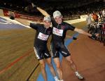Die fliegenden Holländer Danny Stam und Robert Slippens legen sich 2006 beim 95. Berliner Sechstagerennen elegant in die Kurve. Foto: Adriano Coco