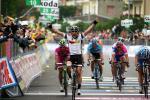 Etappensieger Mark Cavendish, Daniele Bennati, rechts Erik Zabel,  (Milram), Mirco Lorenzetto, Robert Foerster,  Foto: Sabine Jacob