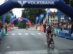 Der Liechtensteiner Frank Haun erreicht als Erster das Ziel des Highlander-Radmarathon 2008