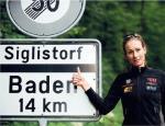 Hier muss man erst hoch: Karin Thürig vor dem Siglistorfer